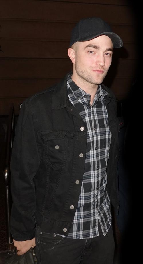 Robert_Pattinson_Australia_17th_March_2013___1_ - Copy