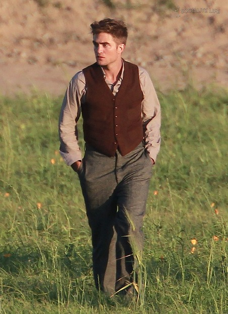 gallery_main-robert-pattinson-water-for-elephants-set-06032010-19