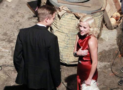 robert-pattinson-reese-witherspoon-water-for-elephants-red-dress-blonde-curls-suit-10